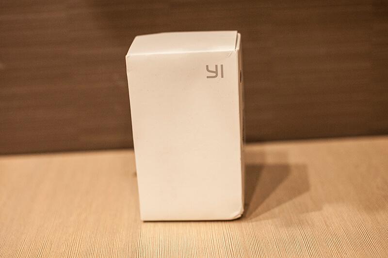 на коробке камеры только логотип YI