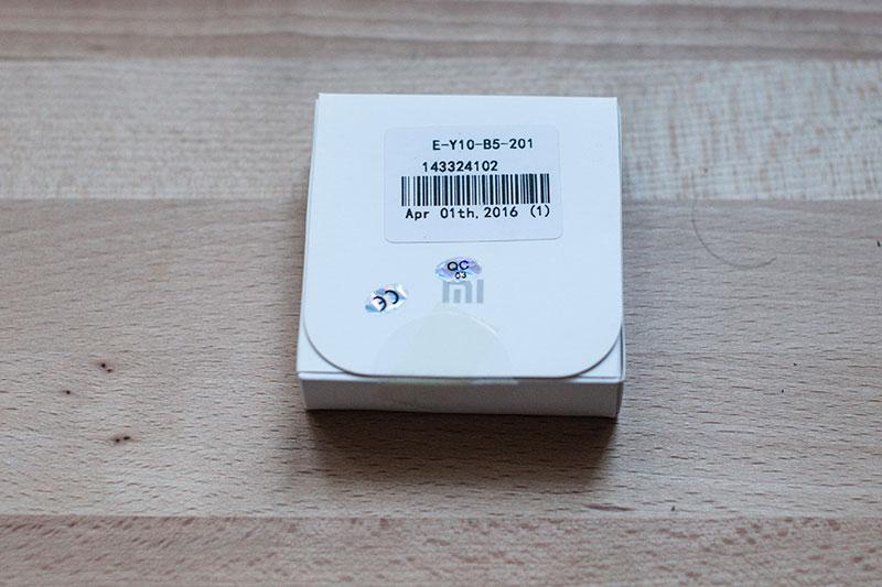 маленькая коробка из простого картона