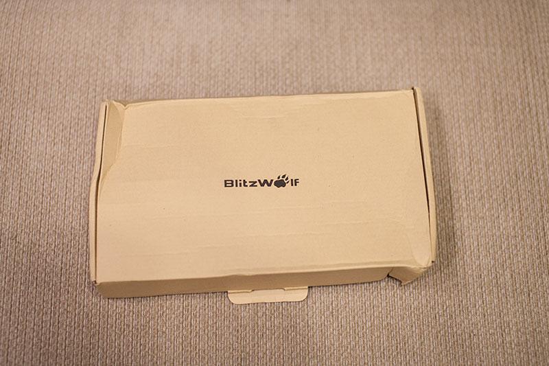 помятая коробка с Blitzwolf BW-L1
