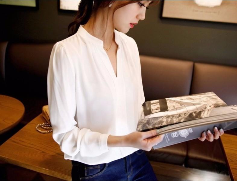 блузка с острым вырезом
