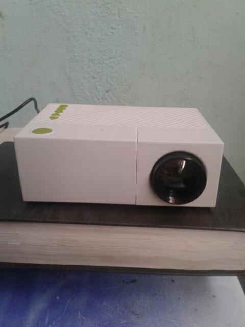 проектор YG310
